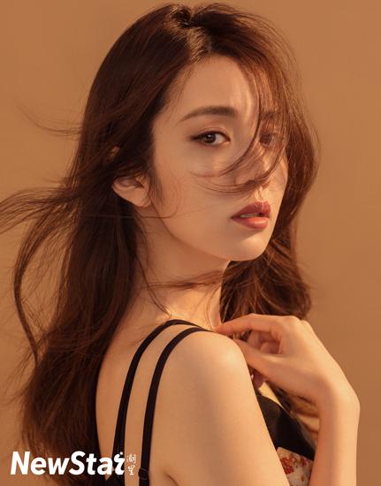 [星娱闻]王晓晨深邃眼眸直击人心 完美身材曲线凹凸有致