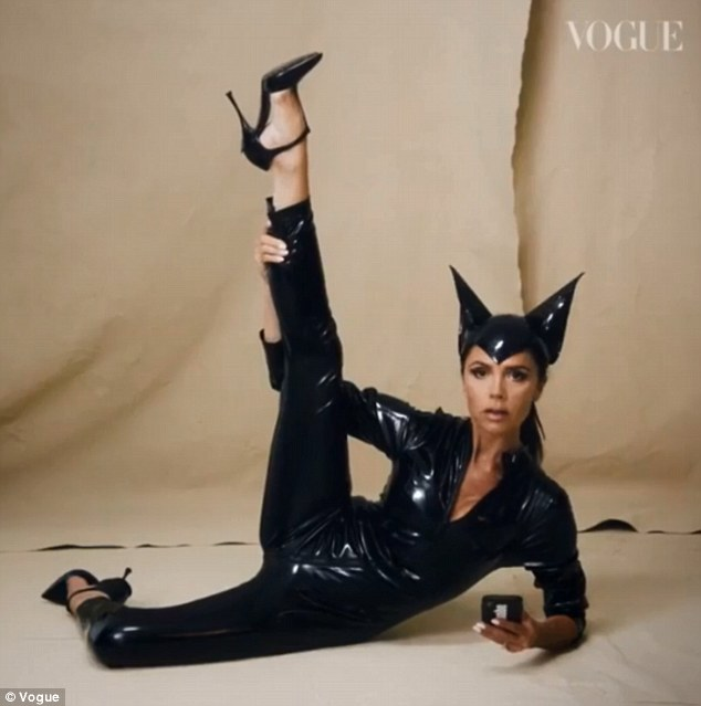 44岁维多利亚重扮猫女形象庆祝自家品牌