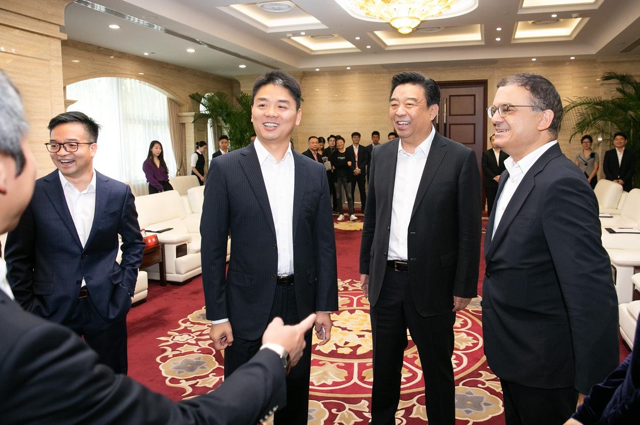 京东战略合作如意集团 刘强东公开亮相未受影响