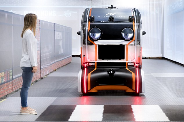 捷豹路虎研发新型自动驾驶汽车 自动礼让行人