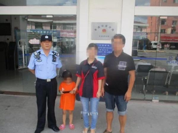 4岁女童离家不见踪影 警方相助找回