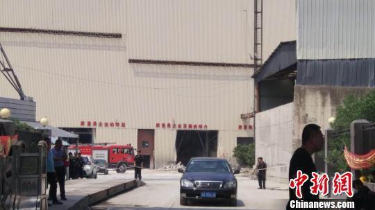 杭州一水泥厂储罐掉落压塌房屋:事故已致4人死亡