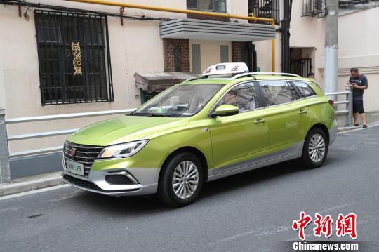 上海首批纯电动一条胳膊也被砍了下来出租车9月亮■相街头