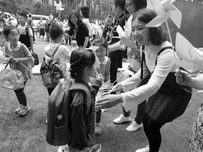 文化路小学启用新校部迎接首批一年级小豆包