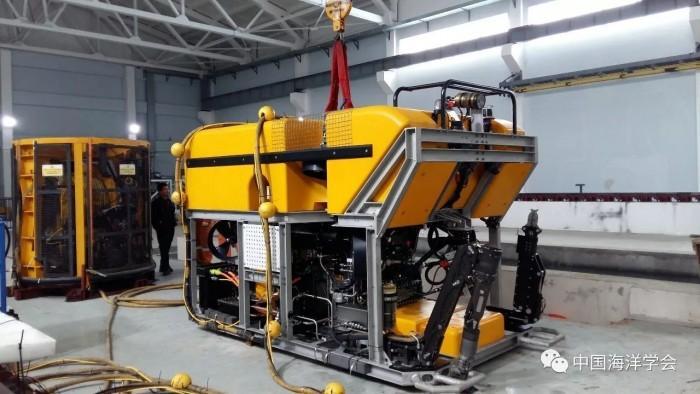 """中国无人潜水器""""海龙Ⅲ""""试验性应用完成4200米深潜"""