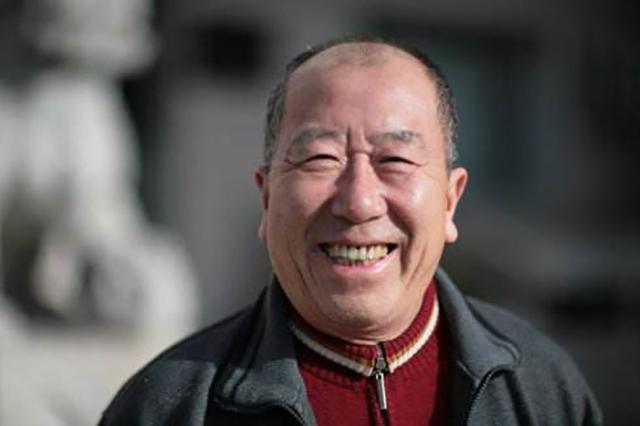 出道52年零绯闻,81岁仍演戏,曾看着黄磊长大,黄磊见他要下跪,有两儿却都是丁克