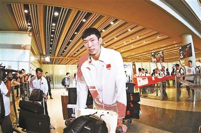 中国男篮回京 李楠打分80