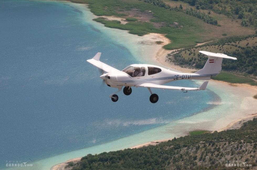 万丰航空获得民航局颁发DA40飞机VTC证