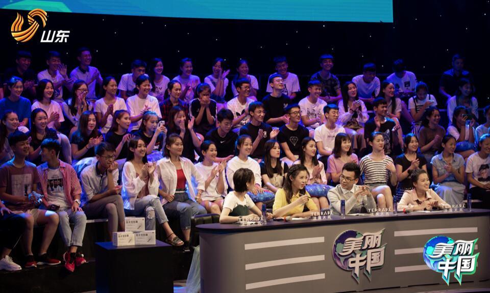 青春观察团成员及现场观众.jpg