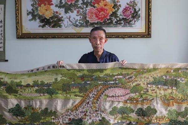 贵州清镇86岁老人绣3米长《清明上河图》