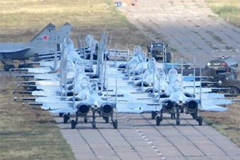 俄神秘试验机场曝光 战斗机排队准备起飞