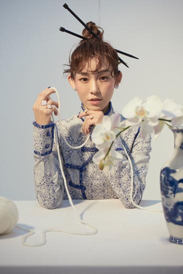 范玮琪中国风写真曝光 针状发簪复古时尚