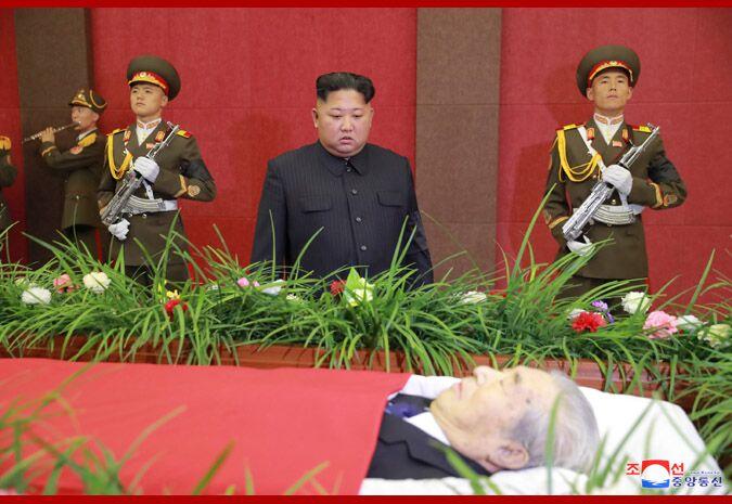 福田雷沃挖掘机-金正恩时隔16天再现公开场合 吊唁朝鲜前机械工