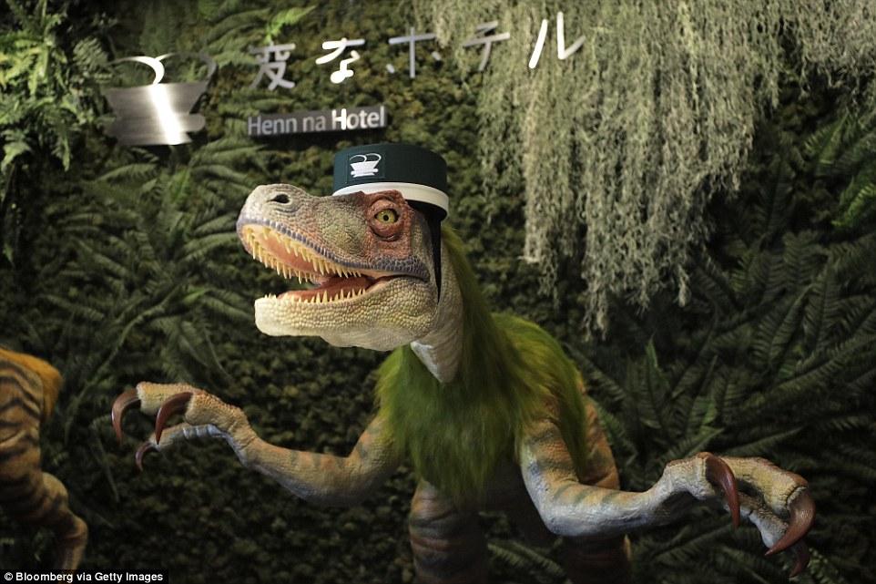全球首家全机器人酒店走红 机械恐龙前台迎宾
