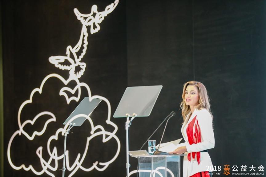 约旦王后优雅亮相XIN公益大会,关注教育等全球问题