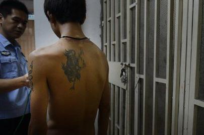 """15岁少年偷钱被传唤 警方找其父母竟都说""""没时间"""""""