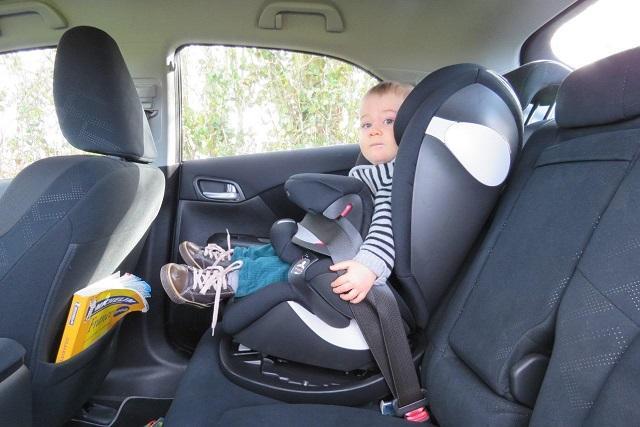 台女婴被安全气囊炸瘫 医师:幼儿没安全座椅是虐待