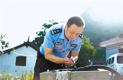 蓝田派出所长殉职 值班期间突发疾病因公牺牲