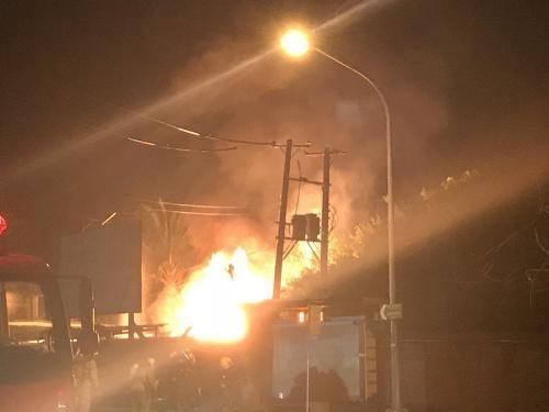 台湾高雄瓦斯行凌晨大火 内存大量瓦斯钢瓶