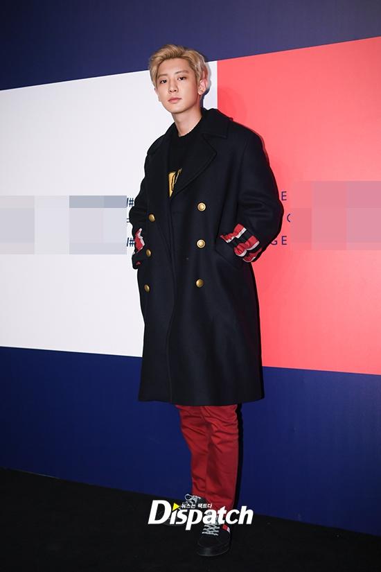 穿衣显瘦!EXO朴灿烈上海亮相 穿厚大衣毛衣不怕热