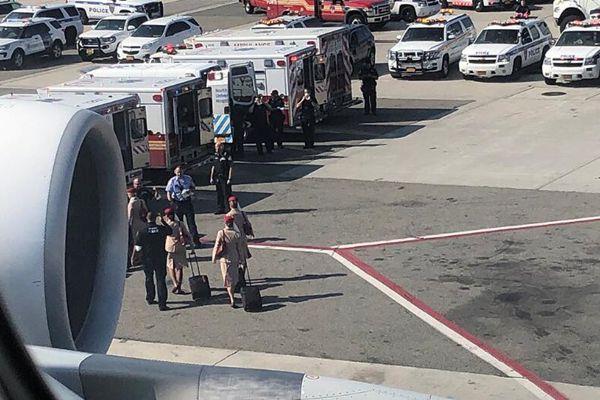 迪拜飞纽约客机约百名乘客疑染病 客机降落被隔离