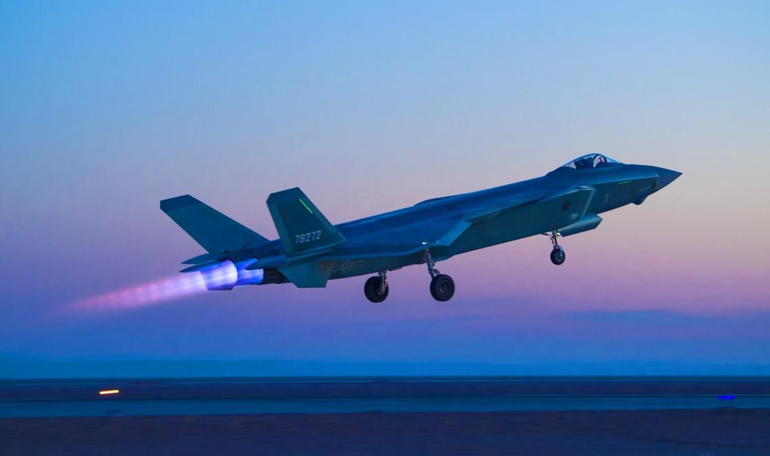港媒:中国解决发动机难题 到2025年造200架歼20