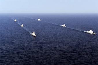 壮观!海军第29批第30批护航编队在亚丁湾分航