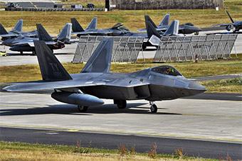 美军部署欧洲F-22完成训练 返回美国