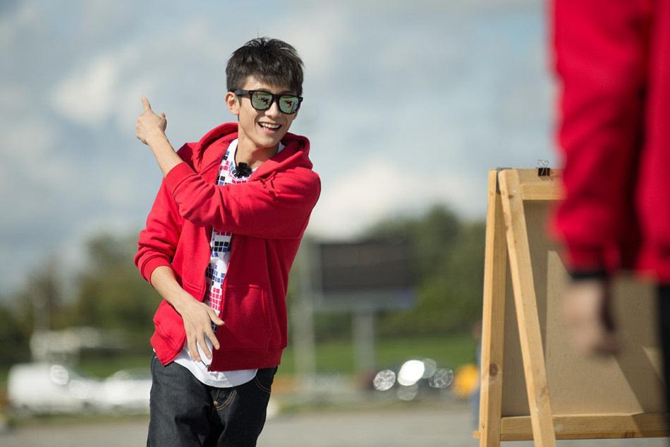 娱乐圈身患疾病的明星,张一山热巴上榜,14岁的他患有皮肤病皮炎