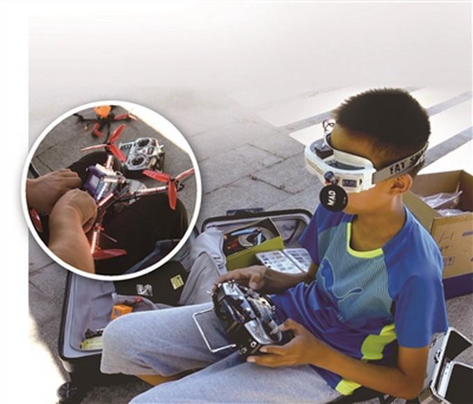 """无人机飙进国家队?13岁男孩一天""""炸机""""上百次 即将参加世界大赛"""