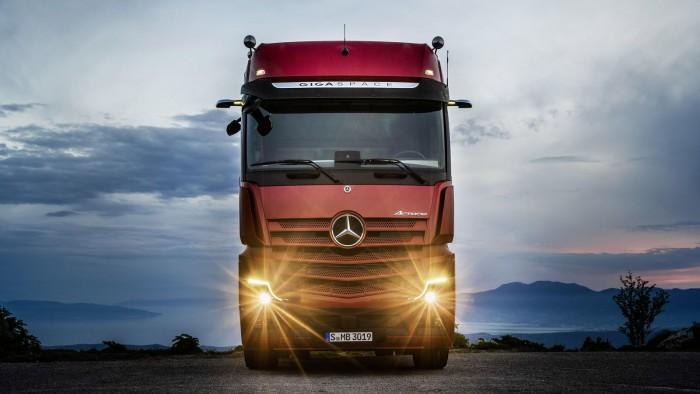 梅赛德斯-奔驰发布新款卡车:配备半自动驾驶
