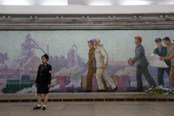 平壤实拍:市民可乘地铁出行 地铁深达110多米