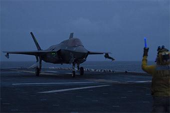 美军正快速组建F35B作战能力 战机翼尖挂导弹