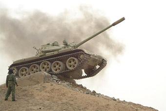 秘鲁军人将50年T55老爷坦克开到飞起
