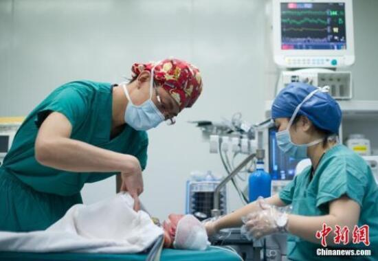 心疼孩子饿肚子上手术台 家长偷偷喂食险酿事故