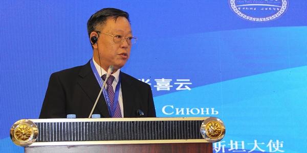 中国前驻哈萨克斯坦大使张喜云进行演讲
