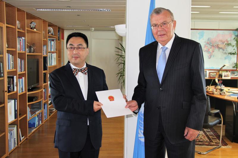 王群大使向联合国等国际组织递交全权证书