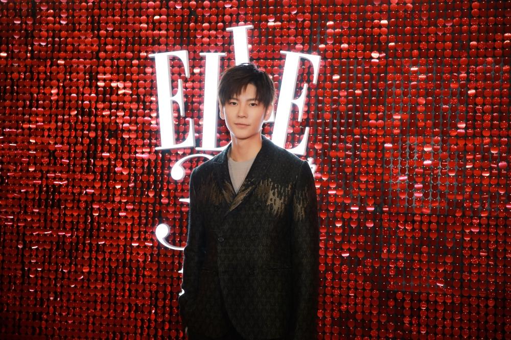 王嘉绅士风诠释时尚高级感 实力榜样点亮最高红毯