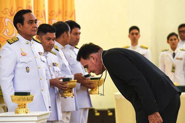 泰方答谢救援足球队外国志愿者 总理巴育亲自颁发勋章