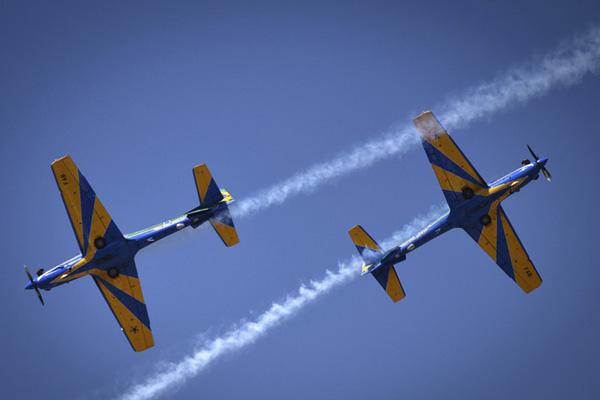 巴西举行独立日阅兵式 特技飞行表演吸睛