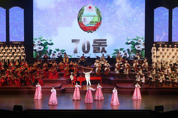 平壤体育馆:朝鲜70周年国庆文艺演出举行