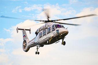 俄罗斯卡62直升机远东大学校园内降落展示