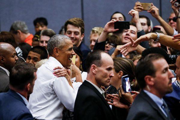 美国中期选战将至 前总统奥巴马赴加州站台拉票人气高