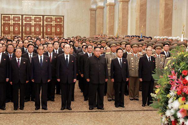 朝鲜建国70周年纪念日 金正恩赴太阳宫悼念先祖