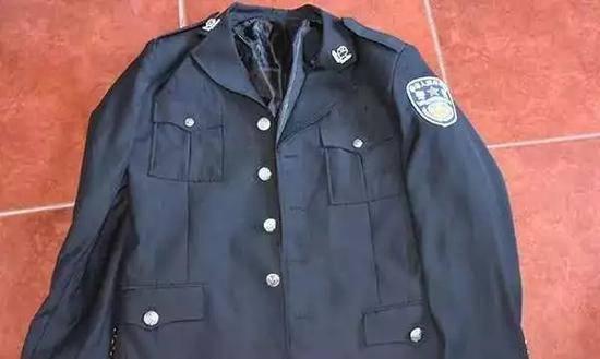 """男子冒充警察十余年 还步步""""升官""""称副局长"""