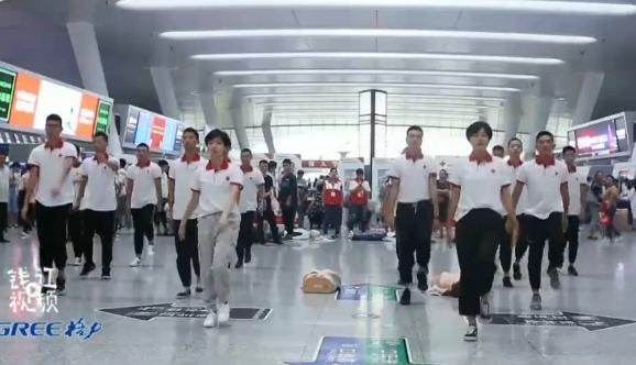 世界急救日 杭州东站现快闪宣传急救知识