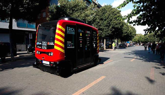 西班牙加泰罗尼亚第一辆无人驾驶巴士上路行驶
