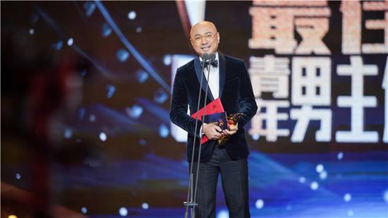徐峥荣获金鹿奖最佳青年男主 感叹春天到了