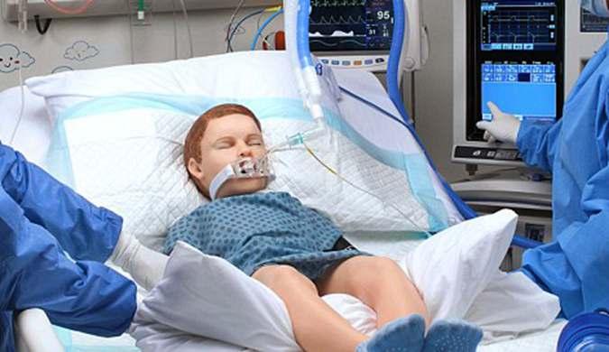 """超逼真医用训练机械娃娃问世:会""""呼喊""""妈妈"""