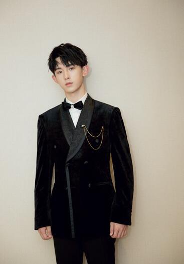 [星娱闻]郭俊辰亮相长春电影节 压轴献唱主题曲《火种》